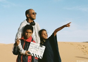 Abdelrahmanne Sissako sur le tournage de Timbuktu  ©Arnaud Contreras