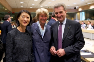 From left to right: Ms. Fleur PELLERIN, French Minister for SMEs and the Digital Economy; Ms. Monika GRUTTERS, Parliamentary State Secretay to the German Federal Ministry for Education and Research; Mr Gunther OETTINGER, Member of the European Commission.